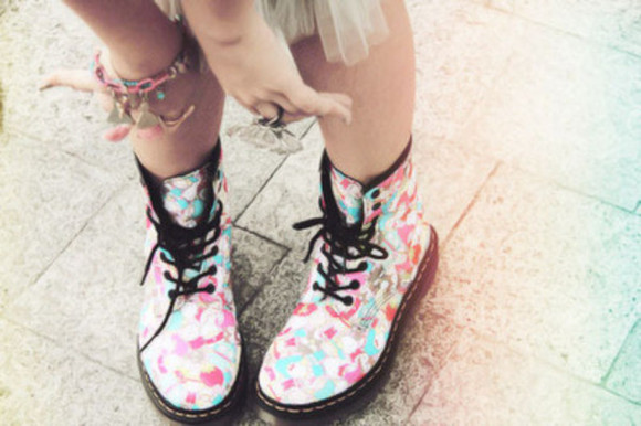 shoes boots DrMartens black doc pink blue boot color georgous me so pretty hot sommer winter spring flowers