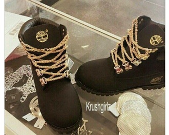 shoes black boots timberlands and gold chain black timberlands