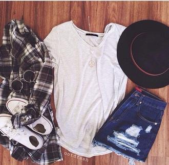 t-shirt shorts converse hat