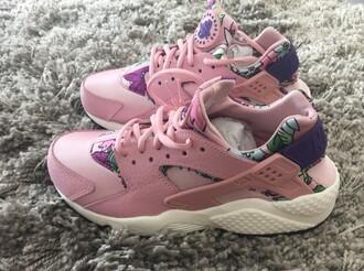 shoes girl girly girly wishlist nike nike shoes pink floral cute tumblr nike running shoes huarache nike air huaraches