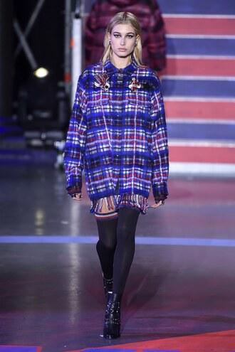 shirt plaid runway london fashion week 2017 tommy hilfiger hailey baldwin model fall outfits