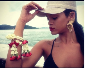 jewels eagle ear cuff rihanna
