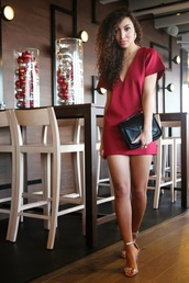 from hats to heels,blogger,mini dress,red dress,pouch,dress,shoes,bag,jewels