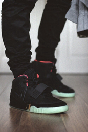 shoes,black,white,sneakers,trainers,pants,jeans,black leather,nike,menswear,nikeair yeezy
