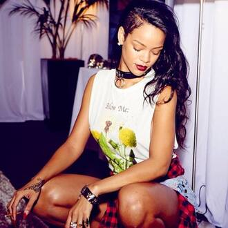 jacket clothes shirt red lips t-shirt celebrity style celebrities jewels hairstyles long hair make-up red lipsstick ring nail polish rihanna 90s style 90s style swag shorts beautiful skreened pervert 17 blow me floral attitude rhianna outfit