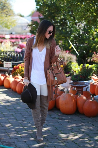 fashionably kay blogger cardigan brown leather bag suede boots white t-shirt