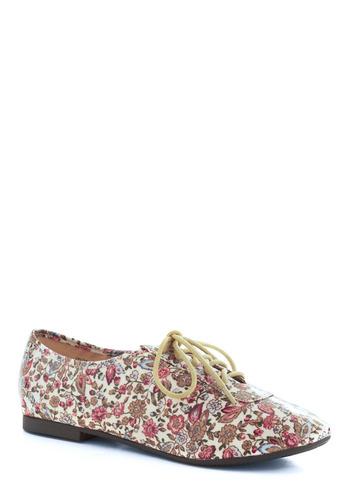 Becoming a Pattern Shoe | Mod Retro Vintage Flats | ModCloth.com