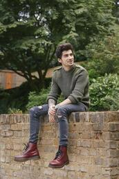 zayn malik,combat boots,red shoes,menswear,mens sweater,burgundy,DrMartens,jeans,mens cable knit jumper,mens ripped jeans,mens skinny jeans,mens boots