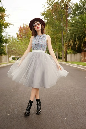 a fashion nerd blogger top jewels sunglasses tulle skirt black boots fall outfits hat skirt shoes