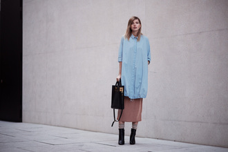 bekleidet blogger blouse dress jewels bag shoes shirt blue shirt midi skirt ankle boots black bag fall outfits