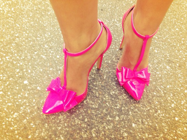 pointed toe pink high heels bow shoes stylish shoes t-bar shoes clothes pink heels high heels fashion bloggers style cute shoes patent shoes bow high heels bows
