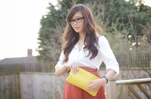 temporary secretary shirt skirt shoes bag jewels