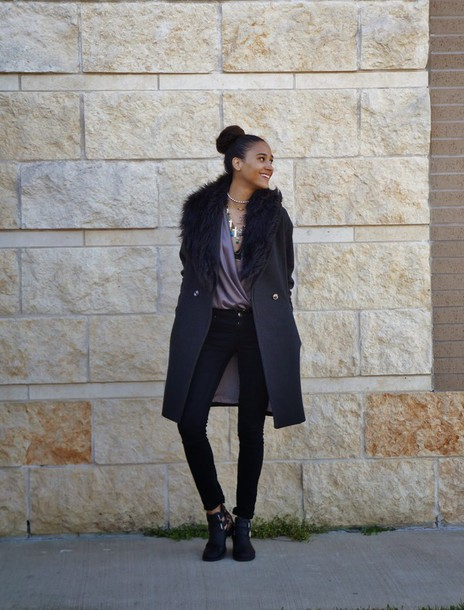 clothes to homme blogger black coat skinny pants blouse cut out ankle boots
