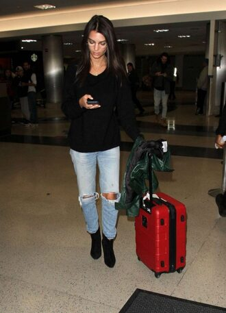 jeans sweater emily ratajkowski model off-duty fall outfits urban outfitters