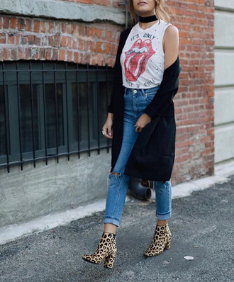 tank top band t-shirt black choker black cardigan ripped jeans animal print boots blogger