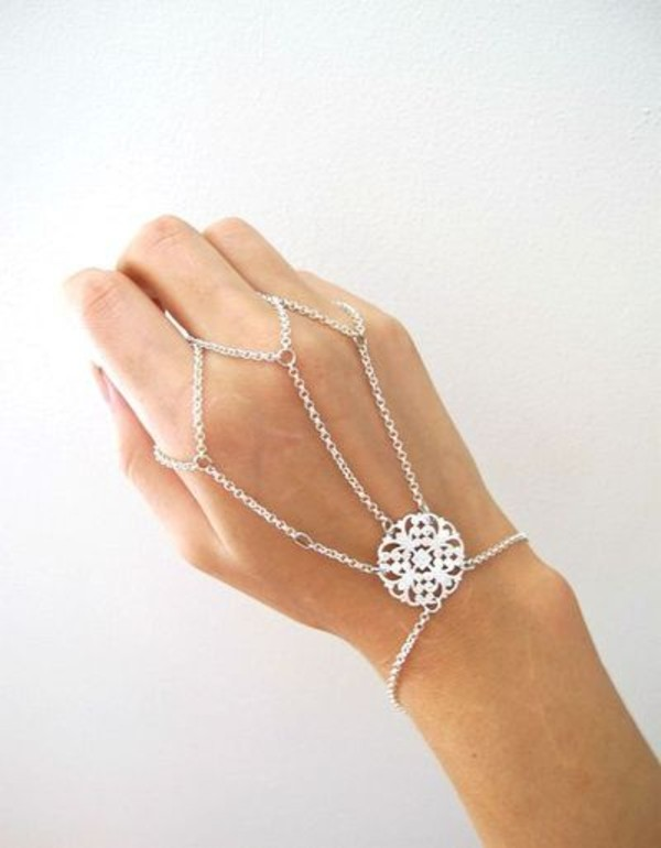 jewels bracelets pretty chain silver jewels hand chain bracelets siver bracelets ring bracelet silver ring ring tumblr jewelry accessories fashion accessory ring slave bracelet hand jewelry silver bracelet jewelry indie hipster diamond. chain