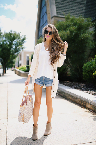 southern curls and pearls blogger sweater cardigan t-shirt shorts shoes sunglasses jewels make-up