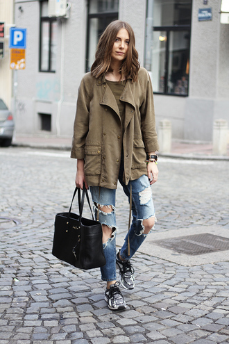 fashion and style blogger army green jacket ripped jeans black leather bag