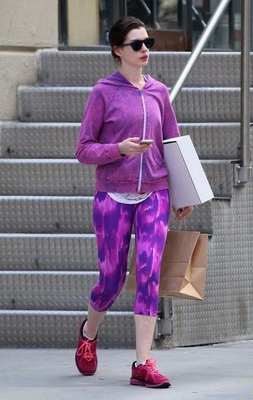 anne hathaway sportswear leggings