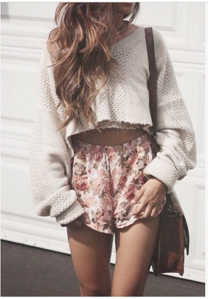 shorts pink floral fashion style girly sweater crop tops casual spring summer short shorts bag brown bag flowers coral outfit flowy shorts