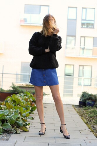 the fashion eaters blogger black sweater denim skirt flats
