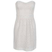 dress,robe,dentelle,blanc,bustier,white,white dress,strapless,strapless dress,skater dress,little white dress,party dress,cute dress,girly dress,summer dress,summer outfits,spring dress,spring outfits,classy dress,elegant dress,cocktail dress,date outfit,birthday dress,clubwear,club dress,homecoming,homecoming dress,wedding clothes,wedding guest,engagement party dress,graduation dress,prom,prom dress,short prom dress,white prom dress