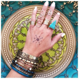 jewels boho bohemian bracelet boho ring sunglasses tank top nail polish nail accessories hair accessory fashion chic boho jewelry turquoise jewelry turquoise ring triangle ring blue bracelet teal bracelets head jewels crystal headpiece silver headpiece knuckle ring ring rings and tings gold ring triangle ring stack stacked ring ring party