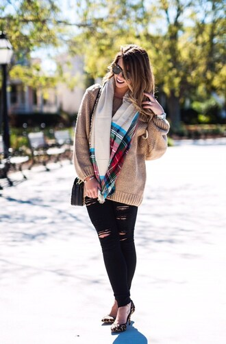 herestheskinny blogger sweater jeans scarf shoes bag sunglasses jewels make-up beige sweater leopard print high heels black jeans