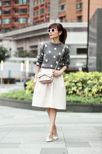 mochaccinoland blogger bag grey sweater polka dots midi skirt bows retro