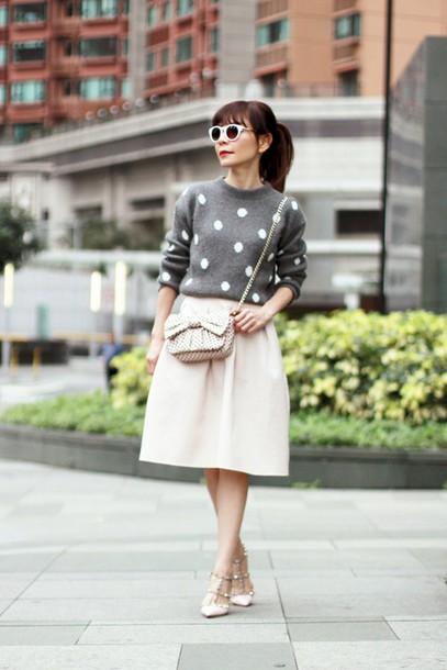 mochaccinoland blogger bag grey sweater polka dots midi skirt bows retro