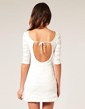 Mini robe trapã¨ze en dentelle style annã©es 60 chez asos