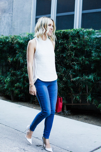 damsel in dior blogger white top skinny jeans red bag