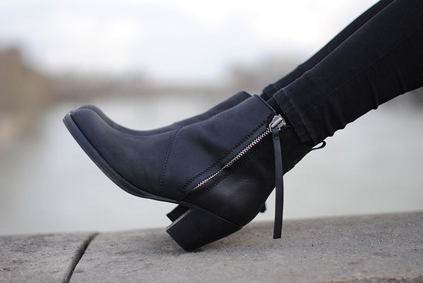 6f7210881a7 Klassisk ankelstøvle med chunky hæl fra Bianco