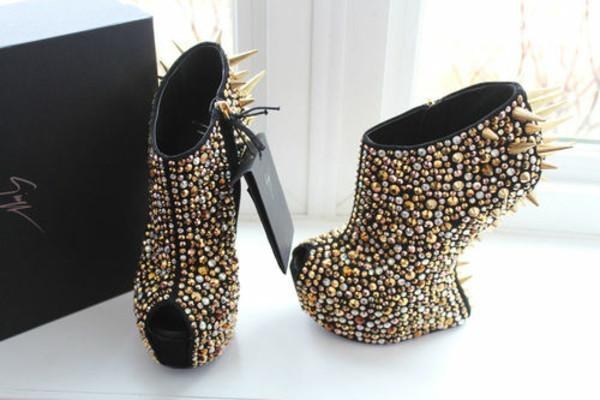 heels studs