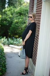 barefoot blonde,shoes,jewels,sunglasses,make-up,bag,maternity,ponytail