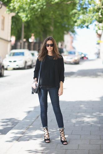 carolines mode blogger strappy sandals black sweater gucci bag casual