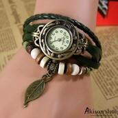 jewels,$5.99 free shipping women vintage leather quartz wrist watch leaf pendent watches s001,leather wrist watch,women watch,woman wrist watch,brown watch,leaf headband,retro watch,quartz watches,buy watches online,wristband,bracelets,leather bracelet,leather charms bracelet,green leather bracelet,pink watch,charms bracelet