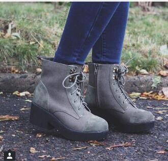 shoes grey heels creepers boots ankleboots jeans blue jeans studs fall outfits booties