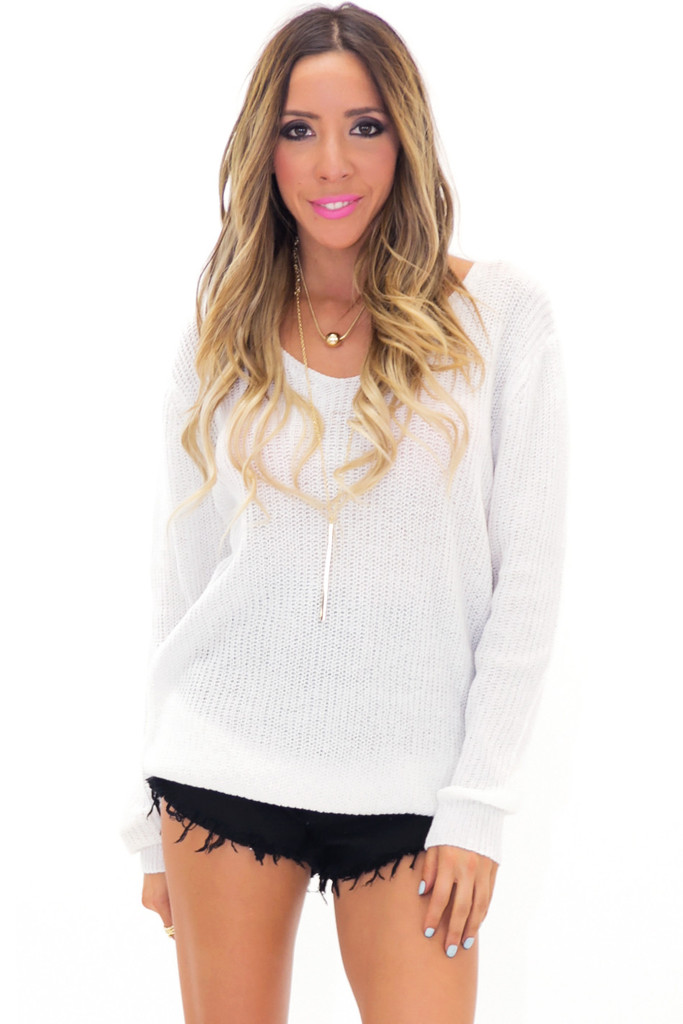 HARIS V-NECK LIGHT KNIT SWEATER | Haute & Rebellious