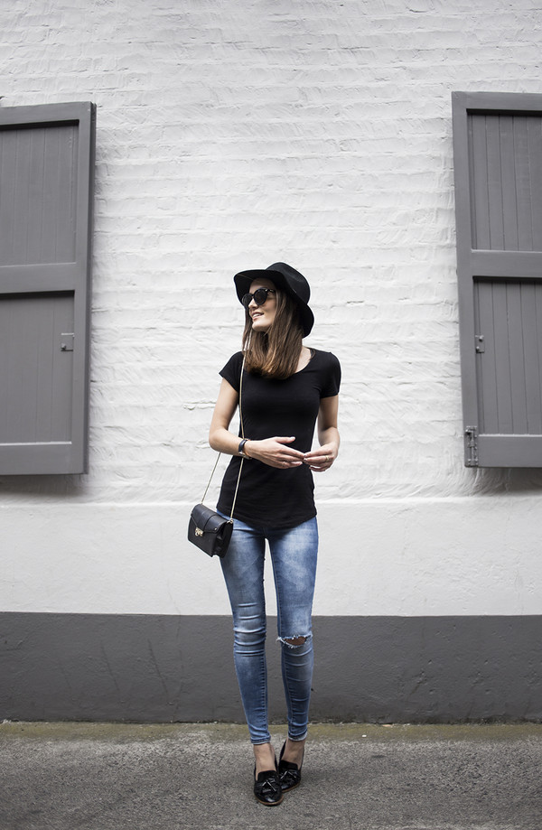 anouska proetta brandon blogger top jeans shoes bag sunglasses jewels