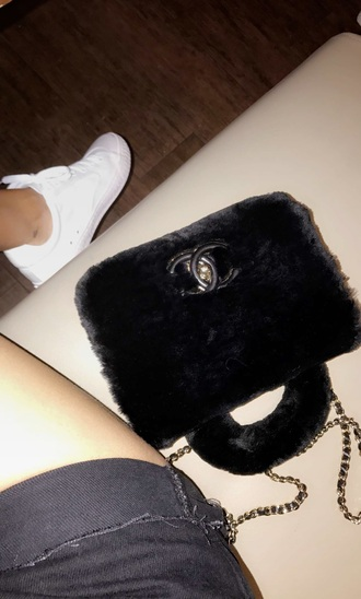 bag chanel black purse fur