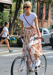 skirt,top,model off-duty,karlie kloss,streetstyle,midi skirt,crop tops,sneakers,NY Fashion Week 2016,choker necklace