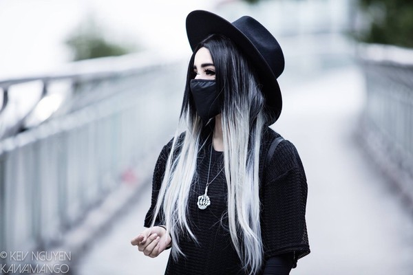 hair accessory mouth mask black