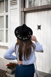 hat,tumblr,black hat,felt hat,customized,long hair,brunette,shirt,blue shirt,skirt,blue skirt,denim skirt,bag,white bag