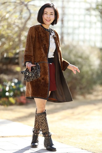 fetish tokyo blogger coat top shorts jewels bag shoes brown coat boots knee high boots shoulder bag winter outfits
