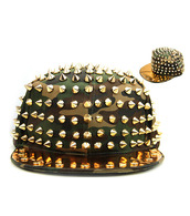 hat,camouflage,spikes