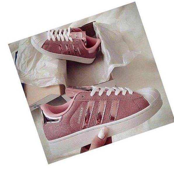 shoes, rose gold, adidas superstars, adidas shoes, adidas originals, pink, metallic, glitter, adidas superstar rosegold - Wheretoget