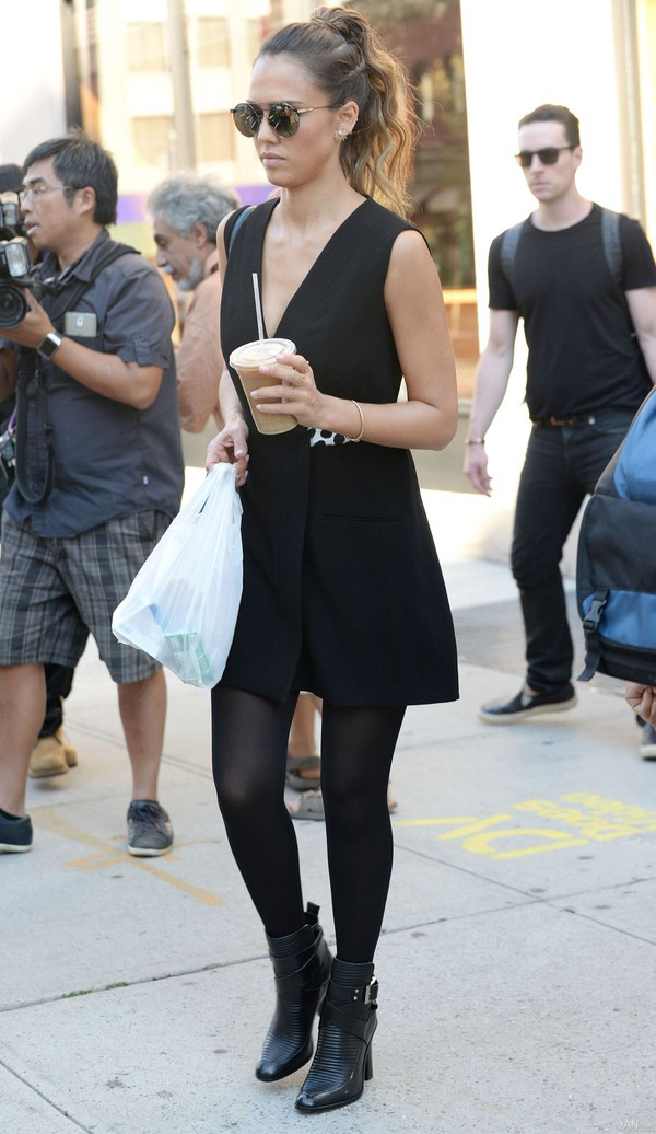 fall outfits boots jessica alba streetstyle