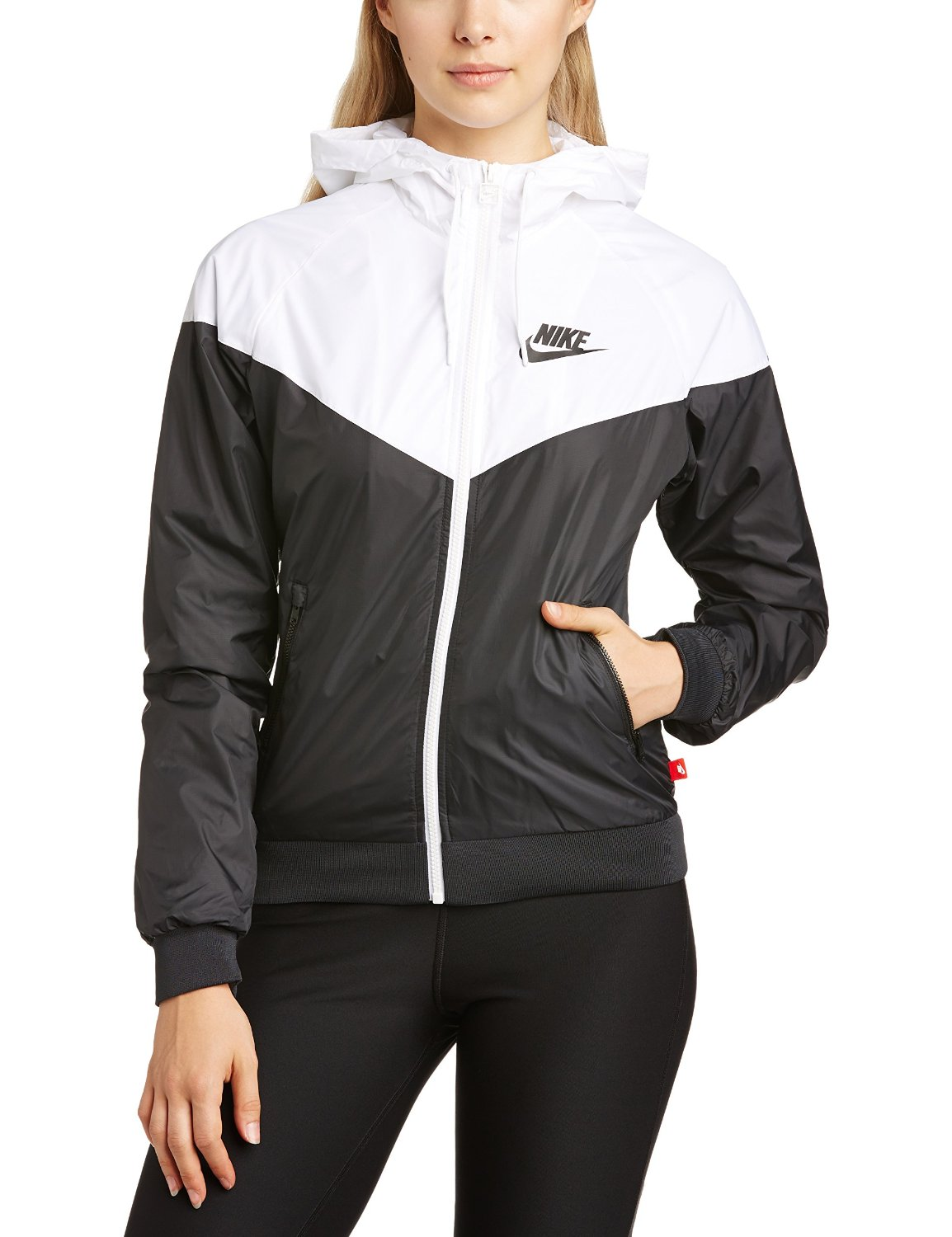 04f9b4a3016c Nike Women s Windrunner Jacket  Amazon.co.uk  Sports   Outdoors
