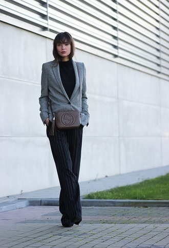 mode d'amour blogger gucci bag office outfits grey blazer